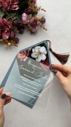 Invitation Floral, Floral Wedding Invitations, Wedding Invitation Cards, Wedding Cards, Wedding Planner, Original Wedding Invitations, Beautiful Wedding Invitations, Wedding Card Design, Invitation Ideas