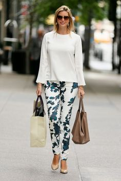 Ivanka Trump was spotted walking to work in New York city. She looked very stylish in printed pants combined with white blouse. Look Fashion, Fashion Outfits, Womens Fashion, 50 Fashion, Fashion Black, Fashion Brands, Fashion Ideas, Vintage Fashion, Ivanka Trump Style