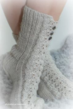 Villasukat matkalaukussa Baby Knitting Patterns, Loom Knitting, Knitting Socks, Knitting Needles, Crochet Socks, Knit Crochet, Boot Toppers, Wool Socks, Knitting Projects