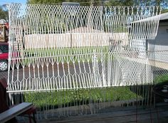 13 Ways To Get Backyard Privacy Without A Fence - Zaun Ideen Different Types Of Fences, Nook, Privacy Walls, Privacy Fences, Privacy Screens, Garden Globes, Build A Wall, Backyard Privacy, Lattice Fence