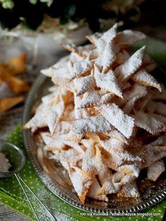 faworki-pieczone Polish Desserts, Polish Recipes, Pavlova, Superfoods, Feta, Dessert Recipes, Cookies, Biscuits, Bakken