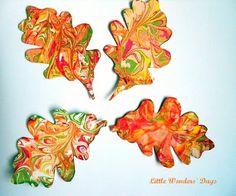 Partavaahto marmorointi lehti dippaus shaving cream painted leaves via Little Wonders' Days Fall Arts And Crafts, Autumn Crafts, Fall Crafts For Kids, Autumn Art, Thanksgiving Crafts, Autumn Theme, Kids Crafts, Art For Kids, Kids Diy