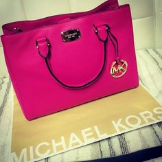 Womens MK handbags only $39.99 now,it is your best choice to repin it ,Simple and elegant appearance.