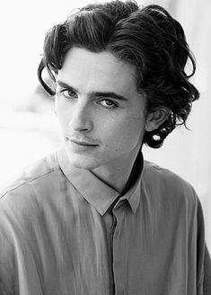 Gomez Gomez Gifs Rainy Day in New York Chalamet Handsome Celebrities, Timmy T, Intense Love, Daddy Issues, Cute Boys, Husband, Actors, Portrait, My Love