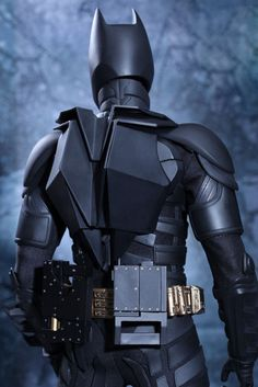 the-dark-knight-rises-batman-1-4-scale-figure-by-hot-toys-4-660x989