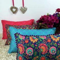 <3 São tão lindas... É de se apaixonar!! <3 #almofadascoloridas #decoraçãodivertida #julietaforfun #atelierdecoisasfofas http://julietaforfun.com.br/