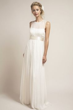 This understated, elegant dress is one of the all time favorites of Saja brides. HB6979 is our interpretation of a traditional strapless dress that allows us to resonate with a modern bride by creatin