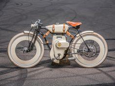 Le créateur Ianis Vasilatos nous présente son concept de vélomoteur baptisé Local Motors Cruiser propulsé par un moteur à gaz ou électrique.