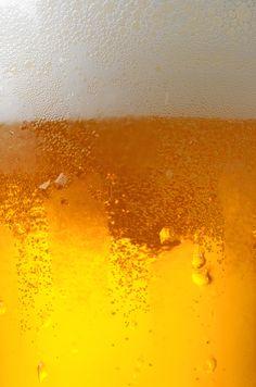 La schiuma è il filtro naturale che protegge la birra dall'ossidazione, ne mantiene integri aromi e fragranze amplificandone la piacevolezza e rendendola così più buona e digeribile. #birraiotadoro #schiuma