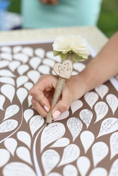 My mom could make these pens for the wedding for the guest book. Wedding Wishes, Diy Wedding, Fall Wedding, Wedding Favors, Rustic Wedding, Wedding Gifts, Dream Wedding, Wedding Decorations, Wedding Photos