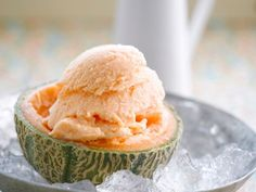 Melonen-Eiscreme Breakfast Dessert, Dessert Drinks, Dessert Recipes, Breakfast Juice, Glace Diy, Diy Ice Cream, Healthy Juices, Ice Cream Recipes, Food And Drink