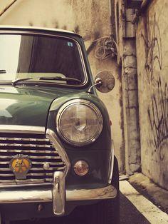 ミニクーパー by tomo. Mini Cooper Classic, Mini Cooper S, Classic Mini, Classic Cars, Mini Morris, Love Car, Car Photography, Mini Me, Mini Countryman
