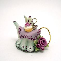 1/12TH scale  RELISTED ITEM  romantic tablecloth teapot by 64tnt