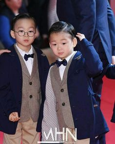 Daehan Minguk Manse Song made a rare public appearance at the Busan International Film Festival Cute Twins, Cute Babies, Baby Kids, Song Il Gook, Triplet Babies, Superman Kids, Korean Tv Shows, I Miss You Guys, Song Triplets