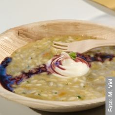 Risotto with Tropea onion fondant and Monaco Provolone mousse, with Aglianico wine reduction Raw Food Recipes, Pasta Recipes, Gourmet Recipes, Cooking Recipes, European Cuisine, Dinner Party Recipes, Love Eat, Food Presentation, Soul Food