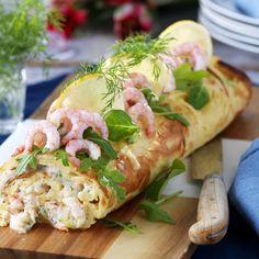Pannkaksrulle med räkor och pepparrot Fresh Rolls, Brunch, Food And Drink, Gluten, Ethnic Recipes, Omelet, Brunch Party