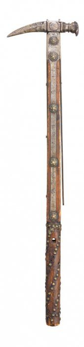 **AN ITALIAN WAR HAMMER, MID-16TH CENTURY With Moulded