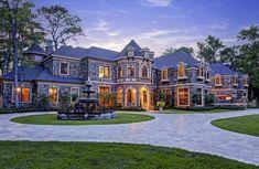 Hunters Creek, TX - Old world European-inspired custom estate. Designed by John Sullivan and built by L-D Custom Homes. Dream Mansion, Stone Mansion, Stucco Homes, Luxury Homes Dream Houses, Dream Homes, Million Dollar Homes, Modern Mansion, Mansions For Sale, Dream House Exterior