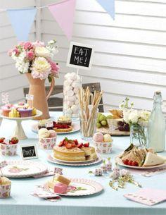 Aqui les muestro una idea fabulosa para decorar una mesa de Te para una reunion con amigas