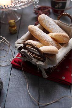 Après avoir réalisé les biscuits roses de Reims, je vous donne la recette des biscuits à la cuillère que j'avais déjà utilisé dans un tiramisù au chocolat.