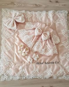 By Yasemin Bal Newborn Design ( Baby Knitting, Crochet Baby, Baby Girl Baptism, Foto Baby, Little Girl Fashion, Little Girl Dresses, Baby Sewing, Kind Mode, Baby Quilts