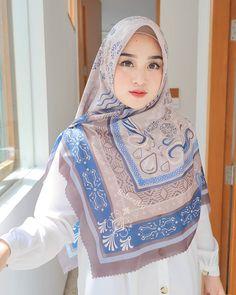 Casual Hijab Outfit, Hijab Chic, Beautiful Hijab, Beautiful Women, Face Photography, Girl Hijab, Photo And Video, Celebrities, Model