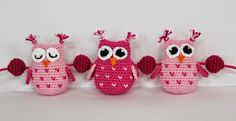 Owls and balls decoration for baby carriage by Svarta Huset! Crochet Baby Mobiles, Crochet Baby Toys, Diy Projects To Try, Crochet Projects, Crochet Owl Pillows, Owl Crochet Pattern Free, Free Pattern, Ball Decorations, Baby Carriage