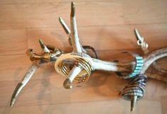 Cool DIY Jewelry Display Of Antlers - Shelterness Jewellery Storage, Jewellery Display, Jewelry Organization, Necklace Storage, Diy Jewelry Holder, Jewelry Box, Jewelry Making, Jewelry Rack, Initial Jewelry