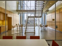 Image 4 of 13 from gallery of Two Buildings by Renzo Piano Near Completion at Columbia University's New Manhattanville Campus. Jerome L. Greene Science Center: Collabora- tive meeting spaces and open-air staircases that connect two  oors. Image © Columbia University / Frank Oudeman