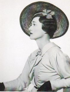 Duchess of Windsor.Posted on September 2013 by HatQueen.A year after this photograph was taken, Edward VIII would abdicate and six months later, Wallis Warfield Spencer Simpson would become the Duchess of Windsor. Wallis Simpson, Eduardo Viii, King's Speech, Herzog, George Vi, British Monarchy, Duke And Duchess, Queen, Prince Edward