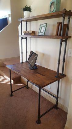 Tubo escritorio con estantería