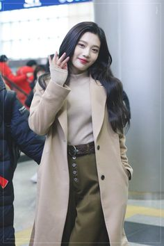 Uploaded by Tabi ♡. Find images and videos about red velvet, joy and park sooyoung on We Heart It - the app to get lost in what you love. Park Sooyoung, Seulgi, Red Velvet Joy, Airport Style, Airport Fashion, Velvet Fashion, Kpop Fashion Outfits, Ulzzang Girl, Kpop Girls