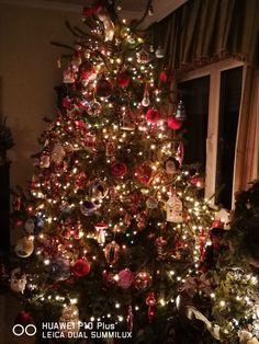 Christmas Holidays, Christmas Decorations, Christmas Trees, Holiday Decor, Beautiful, Home Decor, Christmas Vacation, Xmas Trees, Homemade Home Decor
