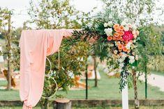Aranjamente Florale pentru Nunti, buchete, decorațiuni. Calitate și creativitate pentru nunți și botezuri minunate! Suna-ma chiar acum! Floral Wedding, Wedding Flowers, Table Decorations, Bride, Boho, Design, Wedding Bride, Bridal