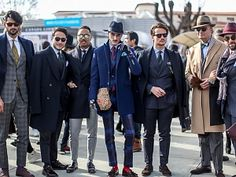 7 Style Hacks: How to Look Taller for Men – azurorepublic Casual Outfits, Men Casual, Casual Styles, Navy Blue Pants, Smoking Jacket, Pitta, Club Style, Mens Fashion Suits, Fashion Show