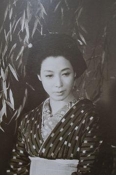 Awashima Tikage (淡島千景) 1924-2012