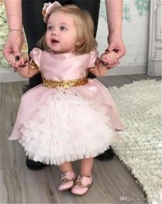 Cute Pink Bow Wedding Flower Girls Dresses Toddler Baby First Communication Dresses With Gold Sequins Tiered Tea Length Party Ball Gown Kids