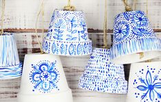alisaburke: flower pot bells. Super cute. Love these designs (for bell or just as pots) Más