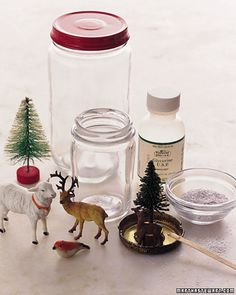 Homemade snow globes - the merriest of kids Christmas crafts Christmas Craft Projects, Noel Christmas, Christmas Crafts For Kids, Simple Christmas, Holiday Crafts, Holiday Fun, Christmas Decorations, Homemade Christmas, Holiday Decor
