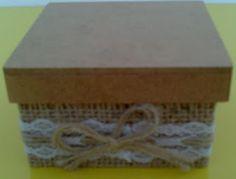 CAIXAS ARTESANAIS E OUTROS MIMOS: Caixa rústica com juta natural, renda de algodão e...
