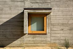 Image 18 of 25 from gallery of House in Madalena / Castanheira & Bastai Arquitectos Associados. Photograph by Fernando Guerra Windows Partition, Windows And Doors, Stairs Window, Window Wall, Amazing Architecture, Architecture Details, Gaia, Cement Design, Earth Homes