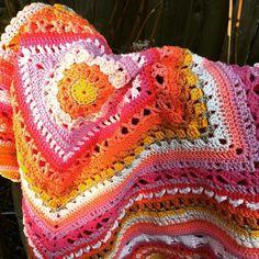 Goedemorgen!  Morgen kan ik eindelijk weer eens lekker haken. #haken #hakeniship #haakgeluk #haakliefde #haakverslaafd #hekle #haekle #häkeln #häkelnisttoll #virka #ganchillo #cal2015 #crochet #crocheting #crochetlove #crochetaddict #crochetblanket #crochetersofinstagram #color #colors #colormehappy by cozydoo