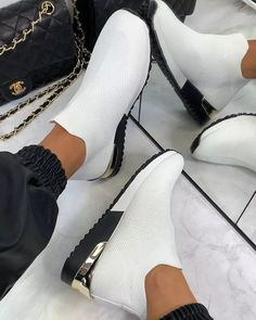 Slip On Trainers, Slip On Sneakers, Zapatos Slip On, Kaki Rose, Basket Running, Take Off Your Shoes, Pointed Toe Heels, Comfortable Shoes, Walking