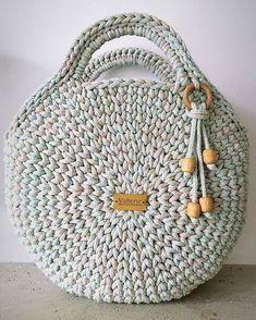 Free Crochet Bag Crochet Purses Knit Crochet Collar Pattern T Shirt Yarn Learn To Crochet Diy Bags Sewing Hacks Cross Stitching Free Crochet Bag, Crochet Tote, Crochet Handbags, Crochet Purses, Crochet Circles, Crochet Round, Crochet Shoulder Bags, Diy Crafts Crochet, Crochet Backpack