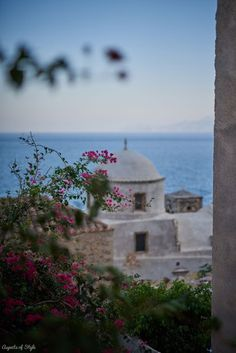 exploring the castle town of Monemvasia: the best preserved medieval town in Greece Greek Sea, Medieval Town, City Break, Greece Travel, Wanderlust Travel, Luxury Travel, Where To Go, Day Trips, Monemvasia Greece