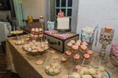Mesa de dulces con nuestros Artículos! Sugar Couture Cupcakes and cakes y Alquibodas. Boda Vintage