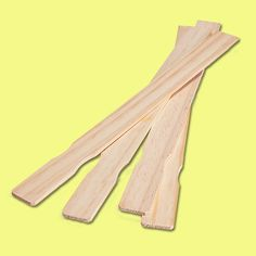 10 Uses for Paint Stirrers is part of diy-home-decor - These gratuitous mixing sticks also come in handy for lots of nonpainting chores Paint Stick Crafts, Popsicle Stick Crafts, Paint Stir Sticks, Painted Sticks, Handmade Home Decor, Diy Home Decor, Paint Stirrers, Diy Home Repair, Diy Projects To Try