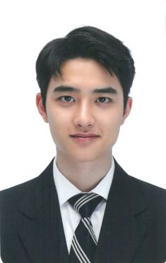 What a gentleman Kyungsoo, Chanyeol, Kaisoo, Exo Tickets, Foto Sehun, D O Exo, Two Worlds, Id Photo, Pass Photo