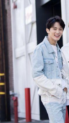 Mark Lee, Nct 127 Mark, Johnny Seo, Lee Min Hyung, Huang Renjun, Kpop, Taeyong, Boyfriend Material, Jaehyun