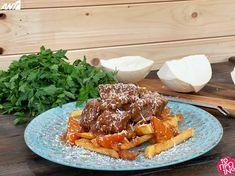 Συνταγή για μοσχαράκι κοκκινιστό με χωριάτικες τηγανητές πατάτες από τον Πέτρο Συρίγο   fthis.gr